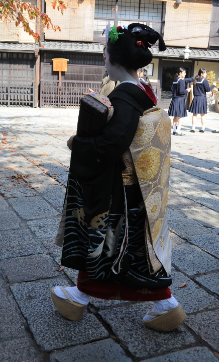 a maiko on the way to work