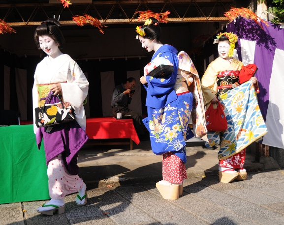 Maiko and Geisha - spot the difference