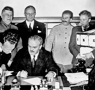 The Germany-Russia non-agression pact being signed