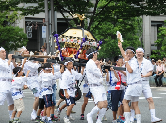 Small mikoshi carried by children