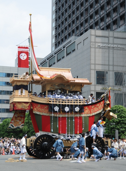 The boat shaped O-fune yama ending the procession