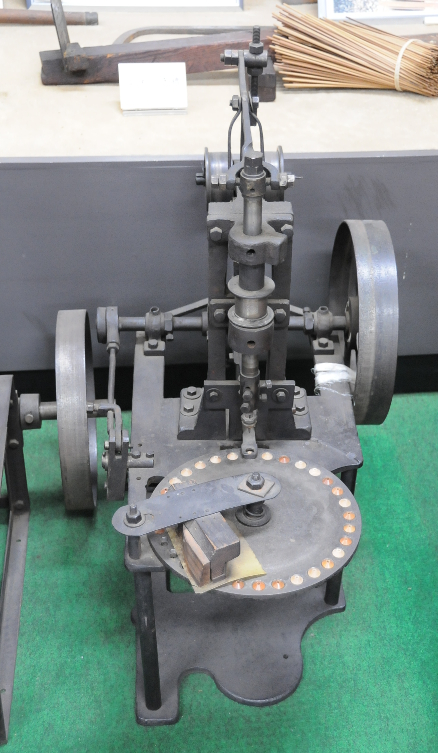 Machine to make soroban beads