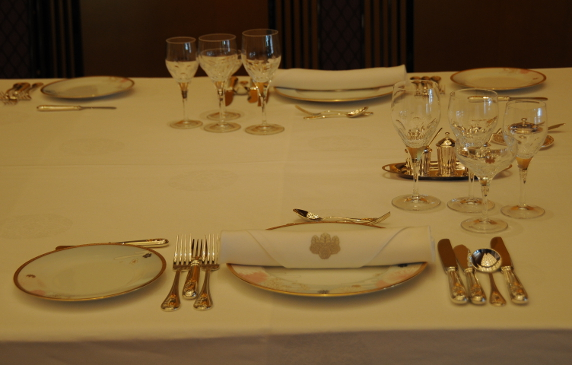 State dinner set for 1 person
