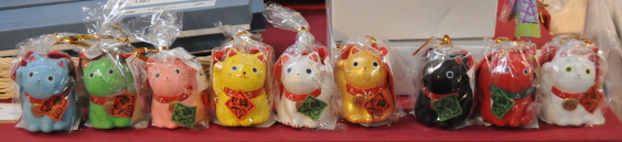 modern manekineko in various colours