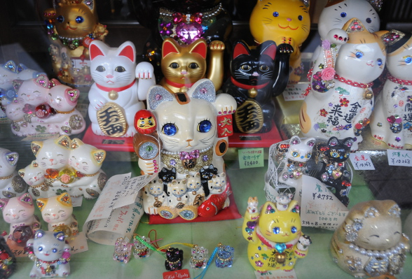 many many manekineko...