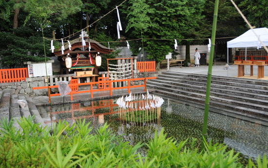 A circle of arrows in the Mitarashi Pond of Shimogamo Shrine