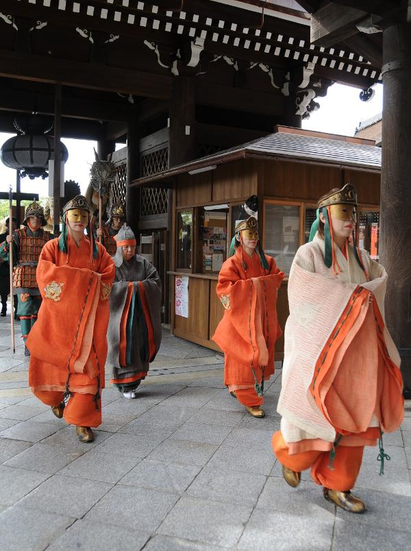 The blue dragon enters Kiyomizu-dera