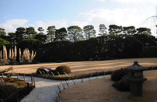 Jonan-gu Momoyama Garden in Winter