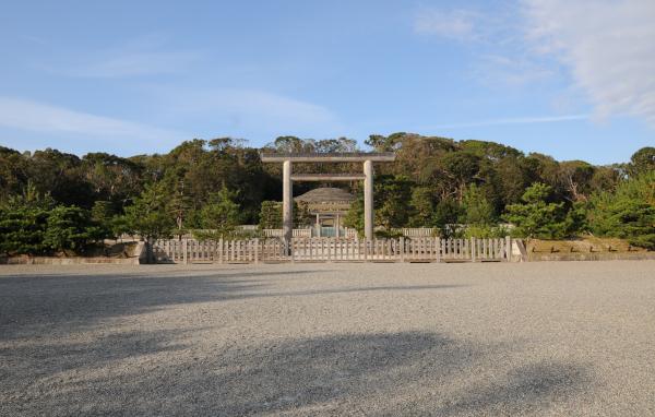 Tomb of the Meiji Emperor