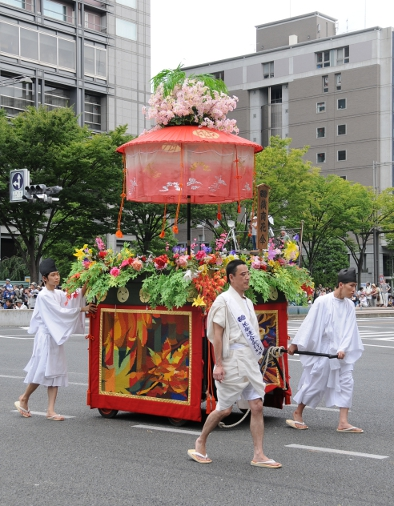 A float of the hanagasa procession