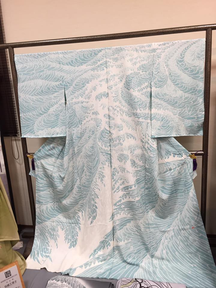 Kimono showing waves; made in the yuzen technique