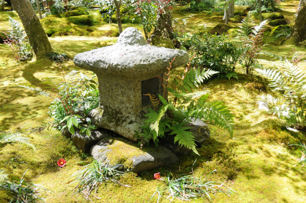 Stone lantern at Gio-ji temple surrounded by moss.